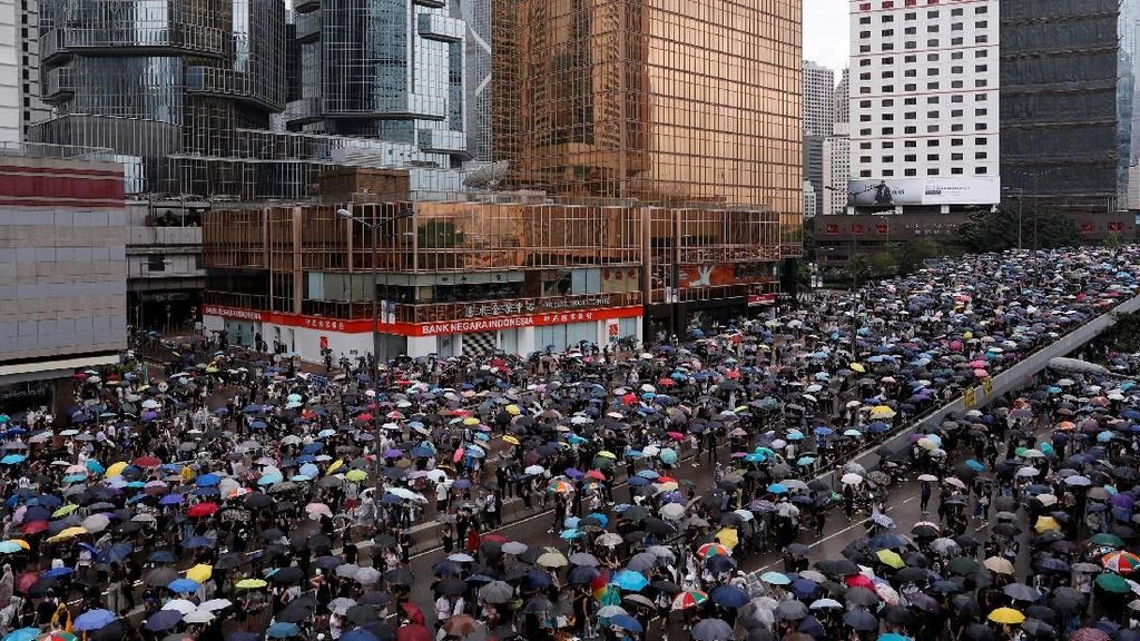 Bank di Hong Kong Buka Lagi Setelah Demo Besar-besaran Kemarin