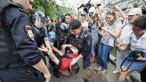 Polisi Moskow Cokok 25 Demonstran Pro-oposisi
