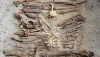Kerangka-kerangka manusia di makamnya (Xinhua Wu/CNN)