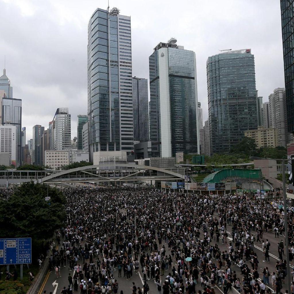 Lautan Hitam Pendemo di Hong Kong