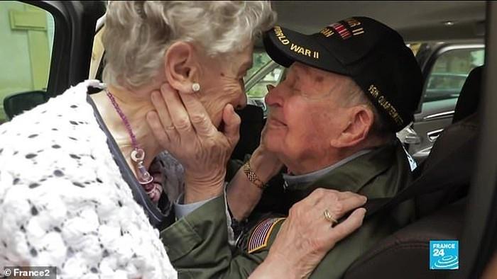 KT Robbins dan Jeannine Ganaye jatuh cinta saat Perang Dunia 2 bertemu lagi setelah 75 tahun.Foto: Dok. France 2