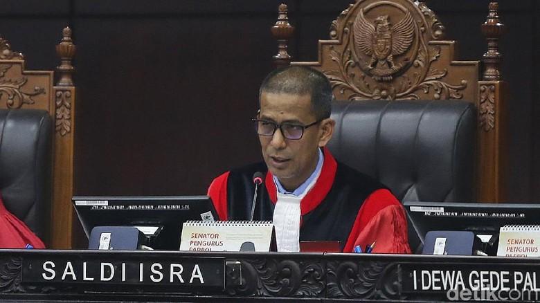 Hakim MK Minta Tim Jokowi Tak Paksa Ahli KPU soal Kesimpulan Virtual