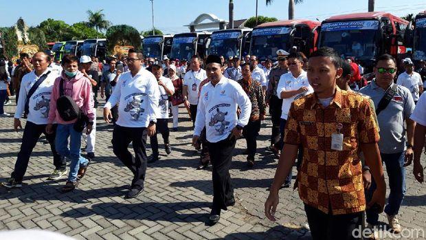 Wagub Jateng Taj Yasin melepas ribuan pemudik kembali ke Jakarta.