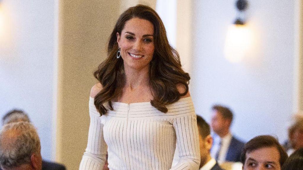 Kate Middleton Tampil Memesona, Pamer Bahu dengan Gaun Off-the-Shoulder