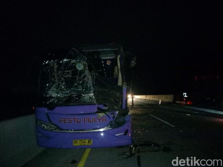 Bus Restu Mulya Tabrak Truk di Tol Pandaan-Malang, Satu Orang Tewas