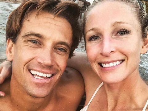 Damien Leroy pertama kali bertemu dengan Alex di rumah sakit saat ia kecelakaan