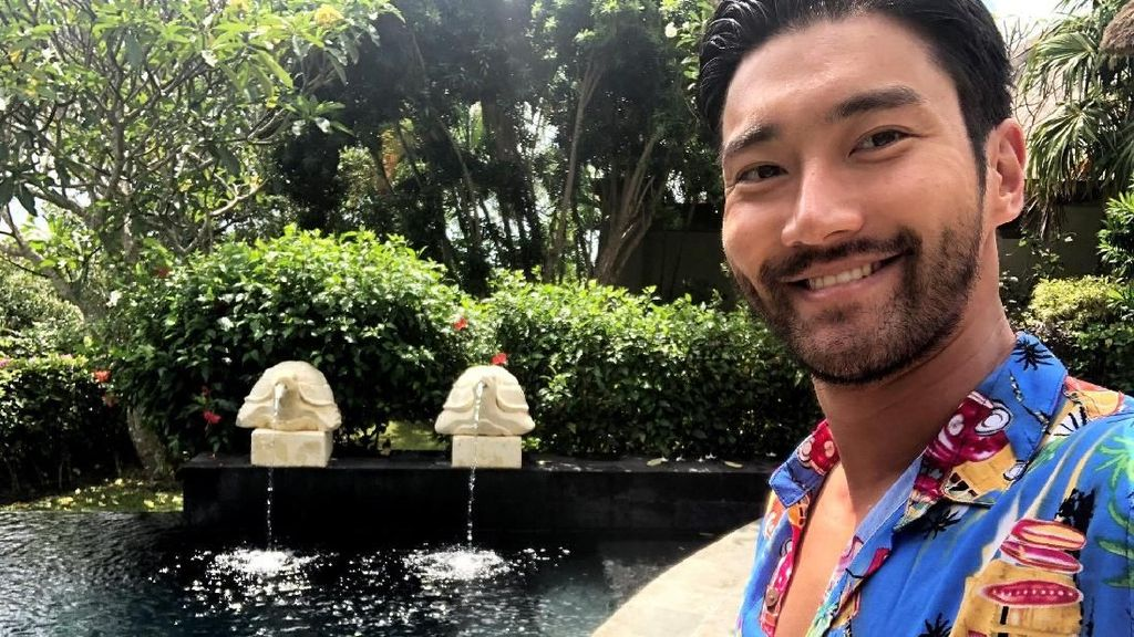 Gaya Santai Siwon Super Junior di Bali