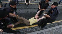Polisi Rusia Tangkap 400 Pendemo di Aksi Solidaritas untuk Ivan Golunov