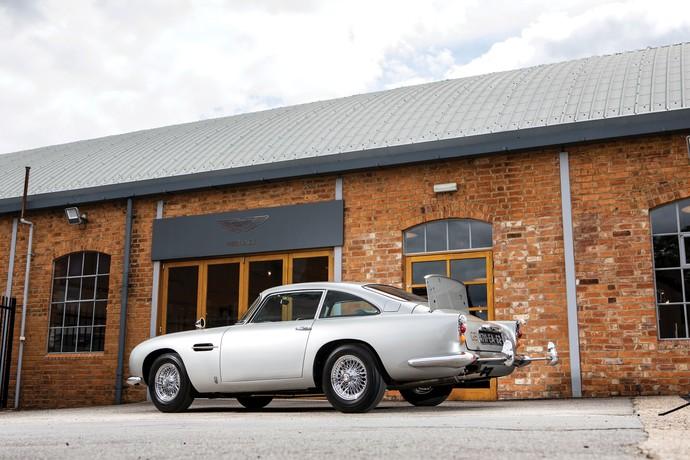 Salah satu mobil James Bond akan dilelang. Mobil berwarna abu-abu itu rencananya akan dilelang pada 15 Agustus mendatang di Monterey, California, Amerika Serikat. RM SothebyÕs/Handout via Reuters.