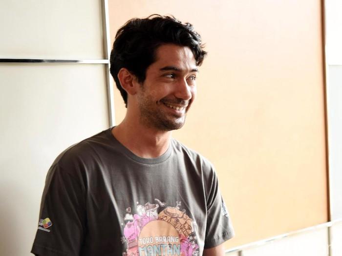 Reza Rahadian saat ditemui di kawasan Kebon Sirih.