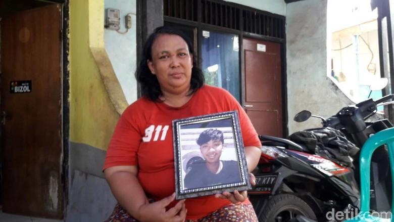 Remaja di Bekasi Tewas Dibakar, Ibu Korban Minta Pelaku Dihukum Mati