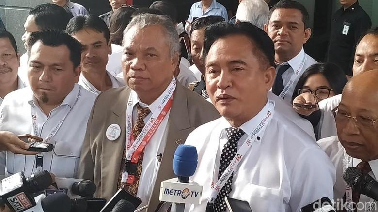Tim Hukum Jokowi-Maruf Serahkan 19 Bukti ke MK, Ada CD-Rekaman
