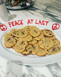 Ajak Damai, Taylor Swift Bikin Cookies Spesial Buat Katy Perry