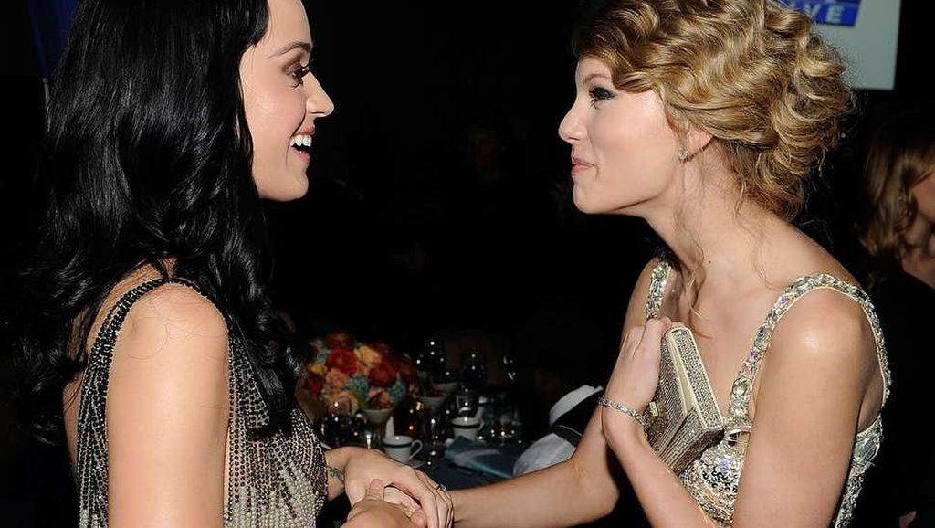 Cie! Taylor Swift dan Katy Perry Mesra di Video Musik YNTCD