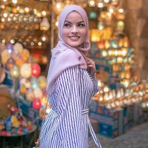Kenalan dengan Omaya Zein, YouTuber Berhijab Cantik dari Venezuela