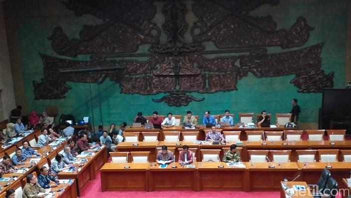 Sri Mulyani, Gubernur BI, dan Ketua OJK di Komisi XI DPR