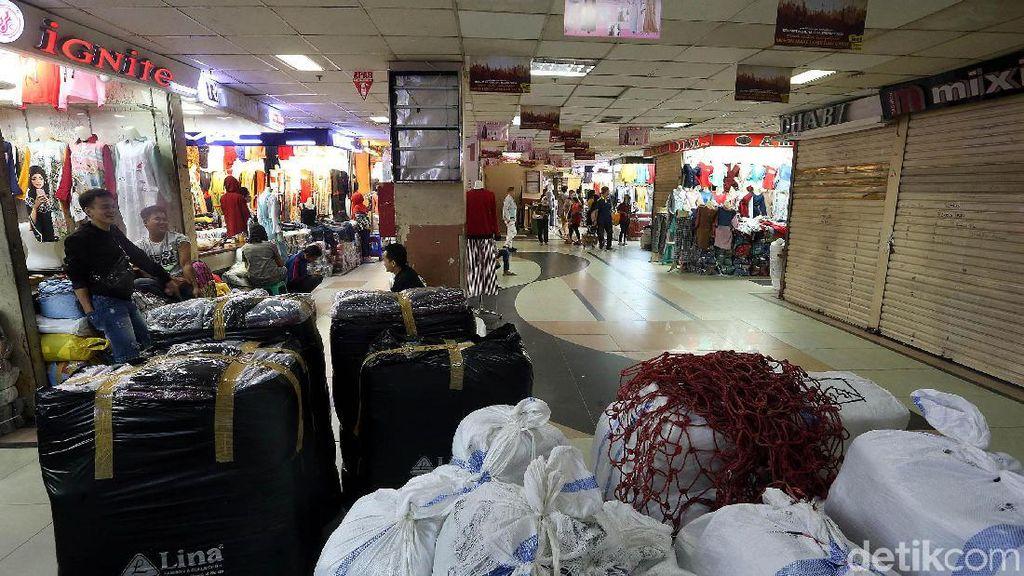 Pedagang Baju di Tanah Abang Ngeluh Omzet Anjlok 70%, Ini Alasannya