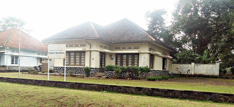 Subang punya setidaknya 4 destinasi untuk traveler penyuka sejarah. Salah satunya Rumah Sejarah Kalijati, yang jadi saksi bisu menyerahnya Belanda ke Jepang. (dok. Komunitas Indonesia Hidden Heritage)
