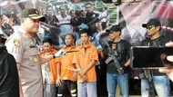 Polisi Reka Ulang Penjarahan Mobil Brimob Saat Rusuh 22 Mei di Slipi