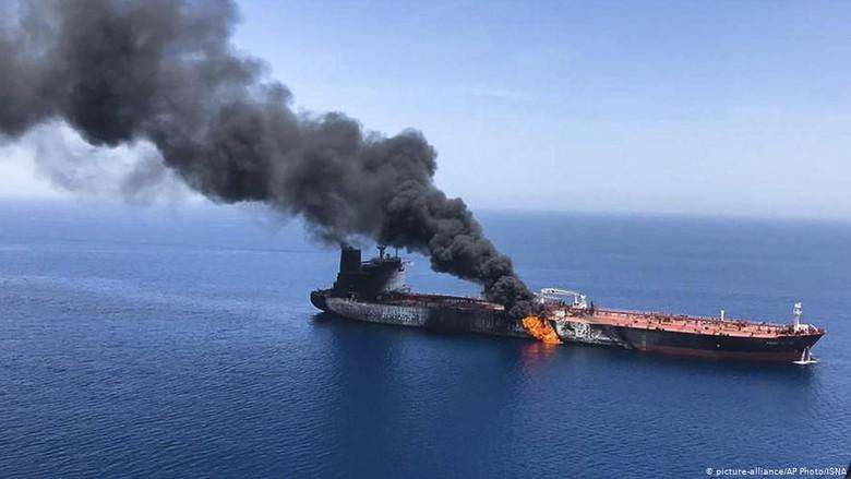 Inggris Salahkan Iran Atas Serangan ke 2 Kapal Minyak di Teluk Oman