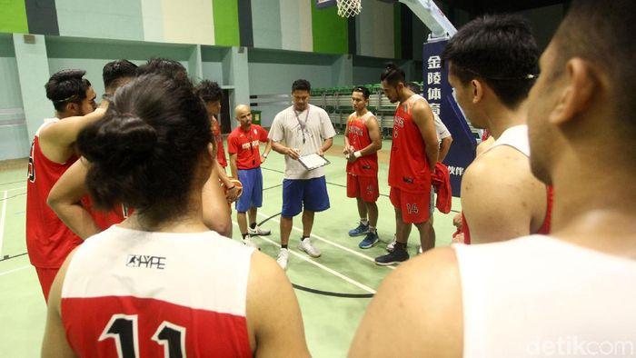 Wahyu Widayat Jati berlomba dengan waktu membenahi chemistry Timnas basket Indonesia. (Rifkianto Nugroho/detikSport)