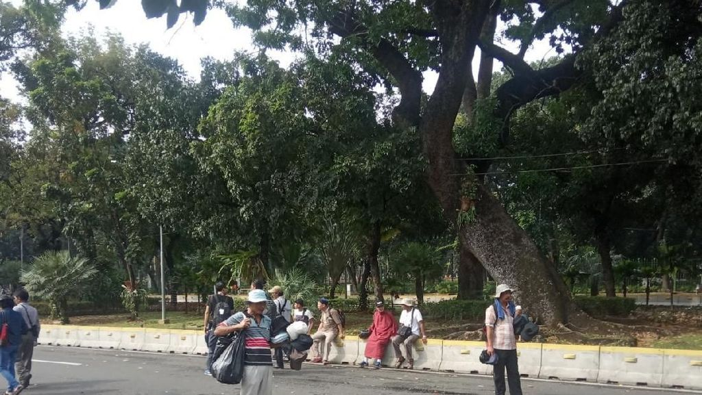 Dagangan Ini Jadi Buruan Massa Aksi di Dekat Gedung MK