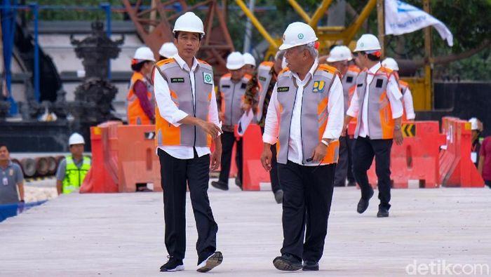 Foto: Presiden Joko Widodo (Jokowi) meninjau proyek rehabilitasi Waduk Muara Nusa Dua di Provinsi Bali (Andhika-detikcom).