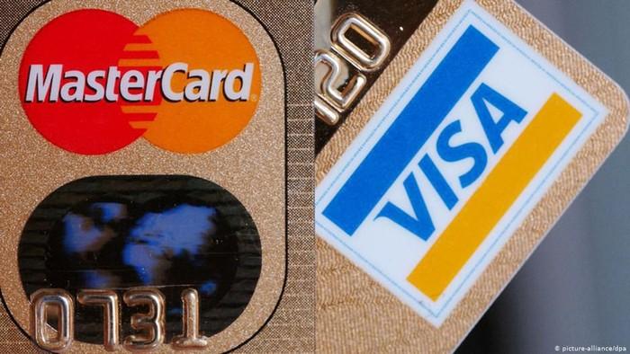 Studi: Manusia Konsumsi Plastik Seukuran Kartu Kredit Per Pekan