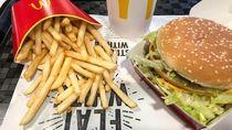 Melamar dengan Cincin di Burger, Calon Pengantin Ini Diremehkan Netizen