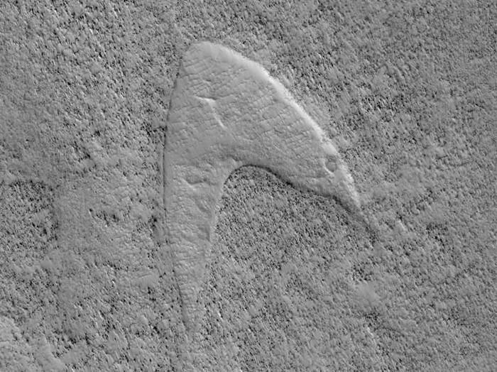 Bentuk mirip logo Star Trek di Mars yang ditemukan NASA. (Foto: NASA/JPL/University of Arizona)