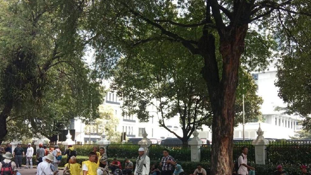 PKL Ngeluh, Massa Berkerumun di MK Tak Seramai saat 22 Mei