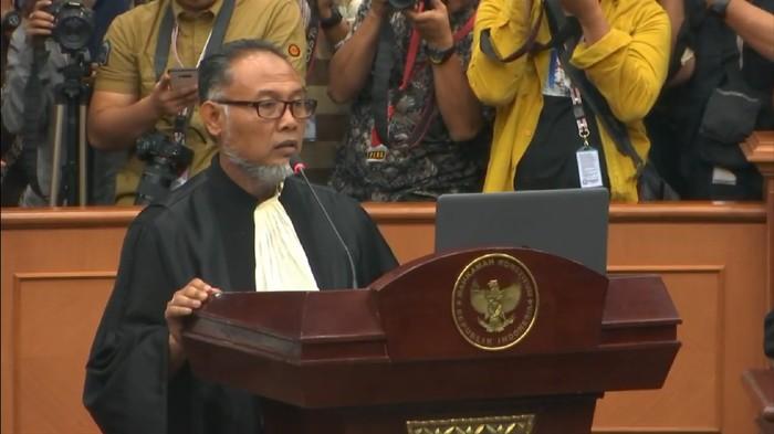 Ketua Tim Hukum Prabowo-Sandi, Bambang Widjojanto (BW) saat sidang MK / Youtube MK