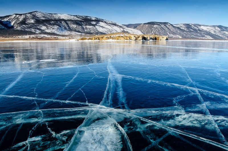 Danau Baikal sering juga disebut sebagai laut. Danau ini berlokasi di Siberia, Rusia.Baikal memiliki luas 31.722 km persegi, sedangkan dalamnya sampai 1.700 meter. (iStock)