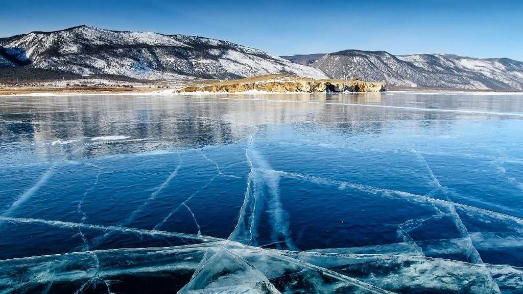 Foto: Danau Tertua Dunia yang Membeku