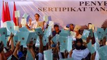 Bagi-bagi Sertifikat Tanah, Jokowi: Tahun Ini Bali Tersertifikat Semua