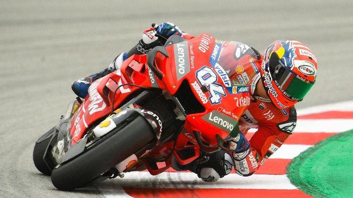 Andrea Dovizioso puas bisa start dari baris kedua di MotoGP Catalunya. (Foto: David Ramos/Getty Images)