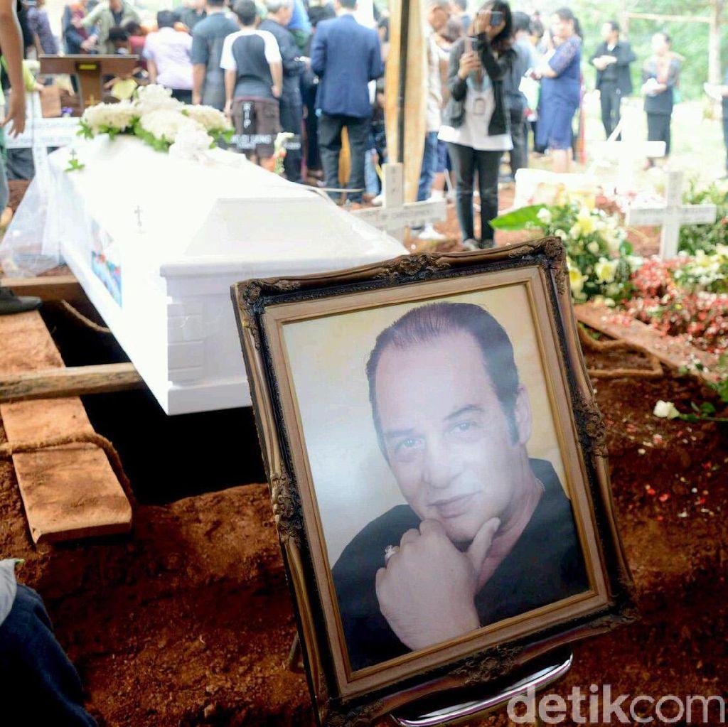 Kelab Malam Halal, Gwen Priscilla, hingga Pemakaman Robby Sugara