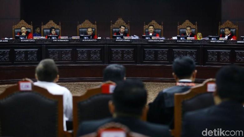 Sidang Gugatan Pilpres, MK Batasi Jumlah Saksi Tim Prabowo-KPU 17 Orang