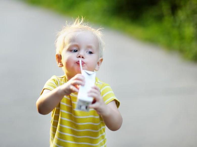 Anak Boleh Diberikan Susu UHT Sejak Usia Berapa?