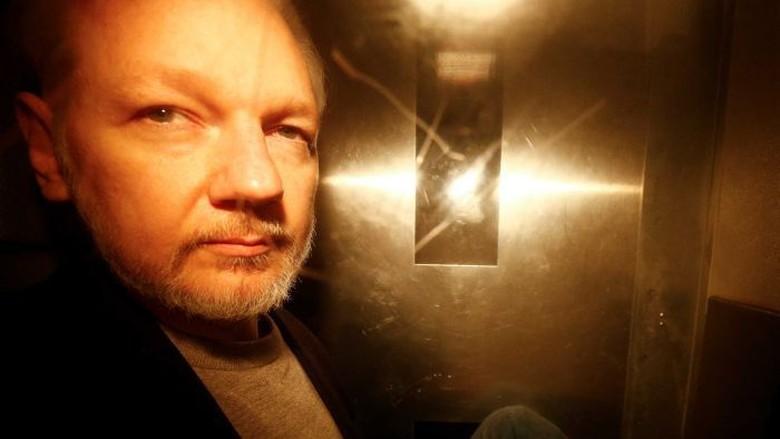 Mendagri Inggris Tanda Tangani Perintah Ekstradisi Julian Assange