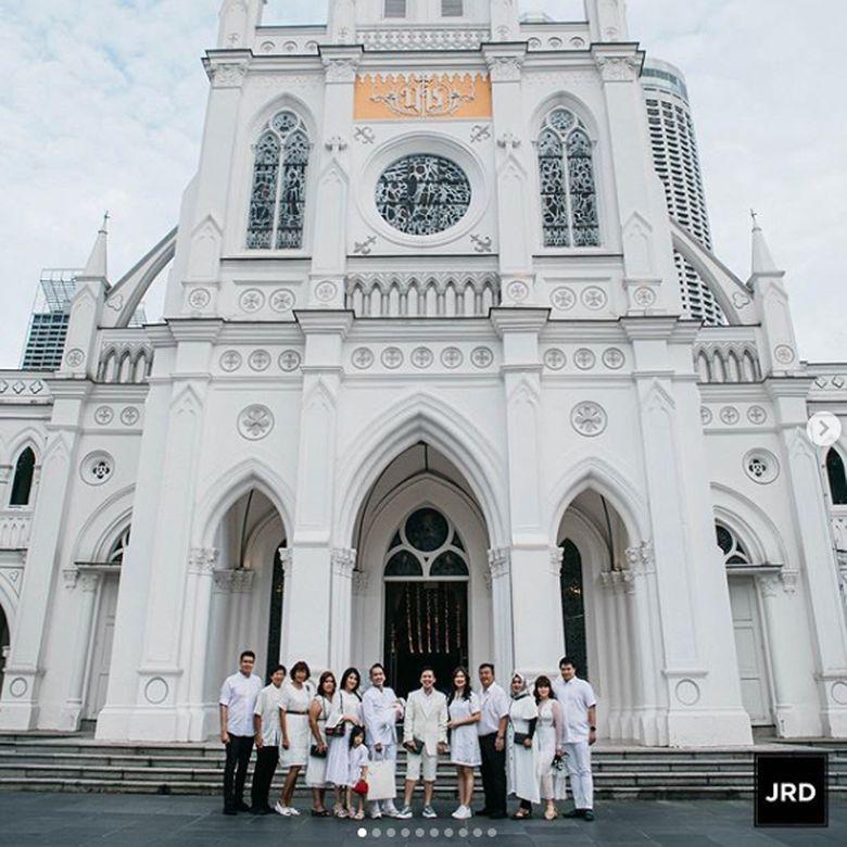 Ulang tahun ke-26 Jordi Onsu terasa sangat spesial karena dirayakan di Singapura.Dok. Instagram/ruben_onsu/fahri_frpotret