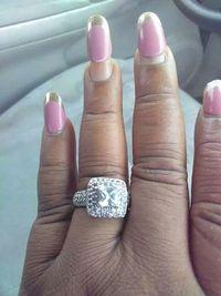 Saat netizen salah fokus pada kuku bukan cincin tunangannya