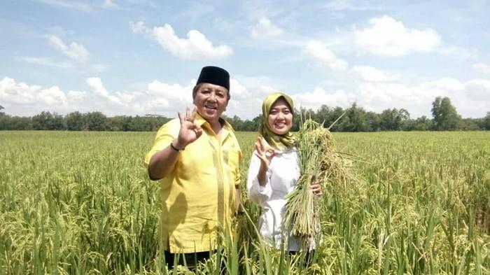 Bersama wakilnya, Chusnunia Chalim, Arinal resmi menjabat sebagai Gubernur Lampung. Sarjana Pertanian ini termasuk orang yang dekat dengan warga dalam berbagai kegiatan. Foto: instagram @arinal_djunaidi