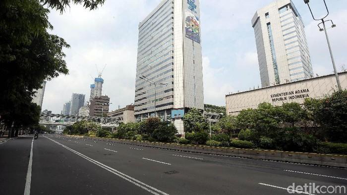 Situasi di Jalan MH Thamrin nampak lengang. Hal itu terkait dengan penyelenggaraan sidang sengketa Pilpres 2019 di Mahkamah Konstitusi.