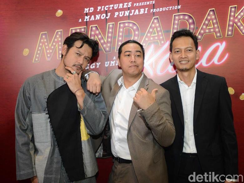 Foto: Dwi Sasono, Pandji Pragiwaksono, Fedi Nuril perankan DOA: Mendadak Kaya (Noel/detikhot)