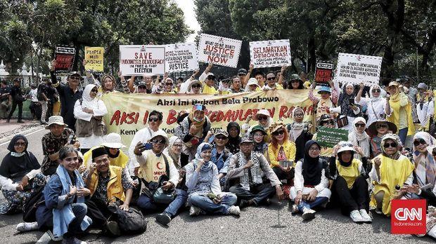 Ikut Aksi, Eks Penasihat KPK Beri Dukungan Moril untuk MK