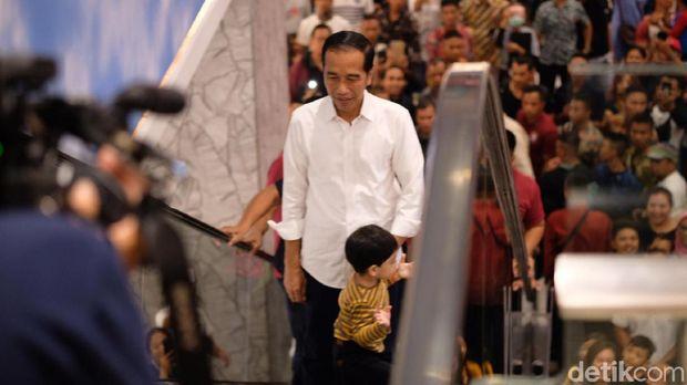 Jokowi berkeliling Trans Studio Mall Bali bersama cucunya, Jan Ethes
