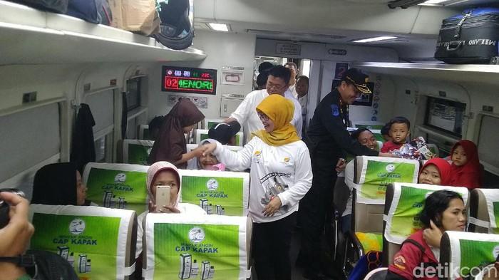 Ratusan pemudik gratis dari Semarang kembali ke Jakarta hari ini. Foto: Angling Adhitya Purbaya/detikcom
