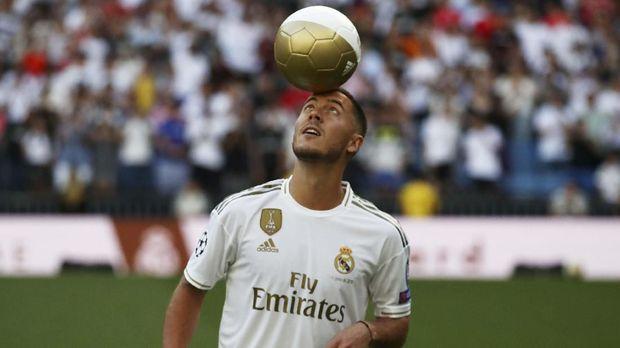 Eden Hazard diperkenalkan Real Madrid, Kamis (13/6). (