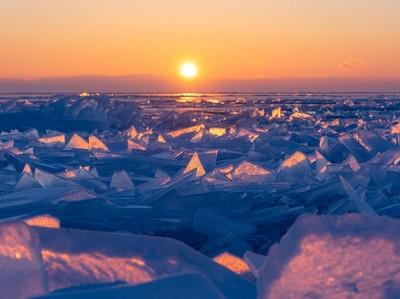 Saat Danau Tertua Dunia Membeku